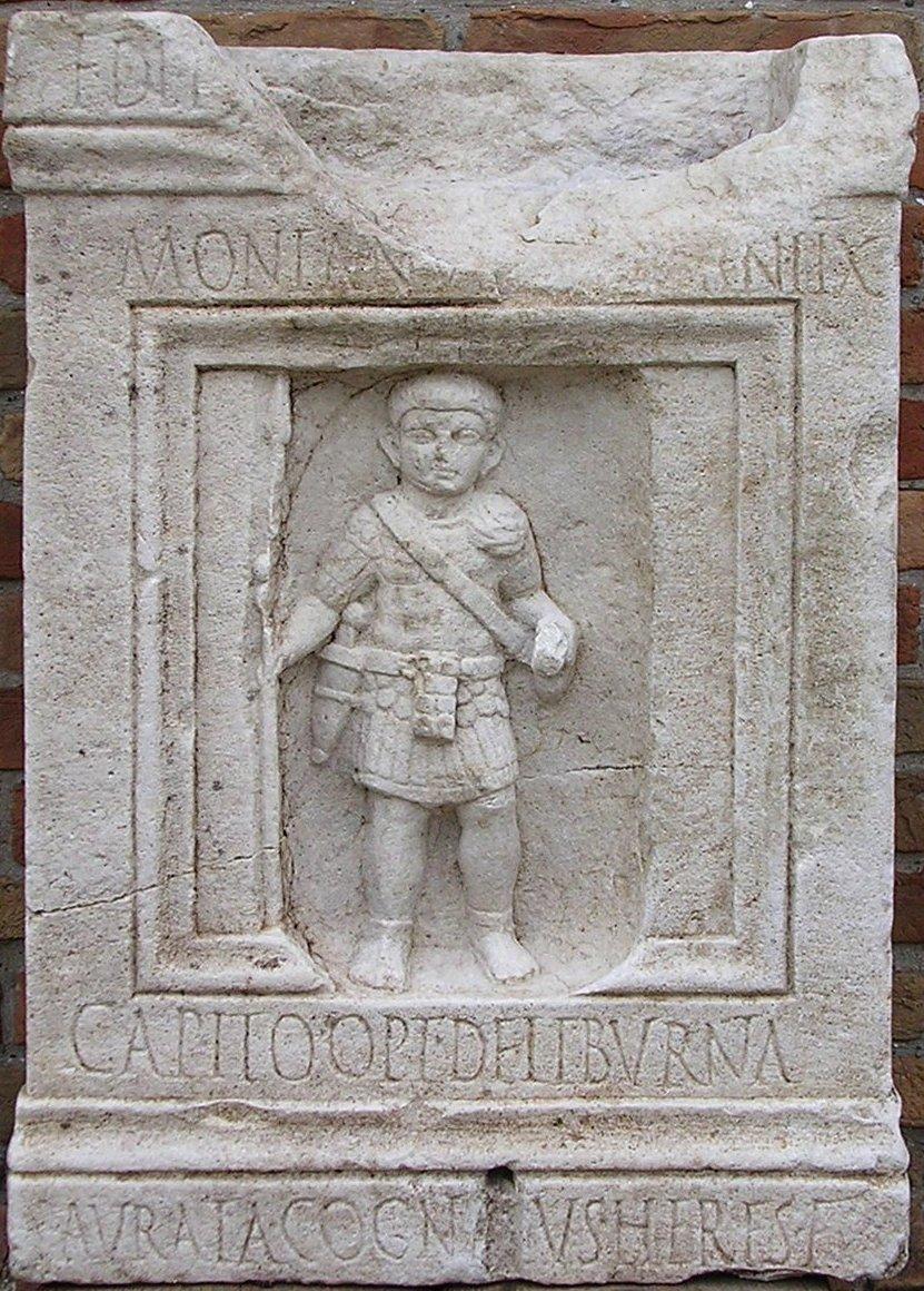 Stele-ossuario di Mont(ano) Capitone, classiario (marinaio) della flotta militare di Classe nell'epoca giulio-claudia (I secolo d. C.)