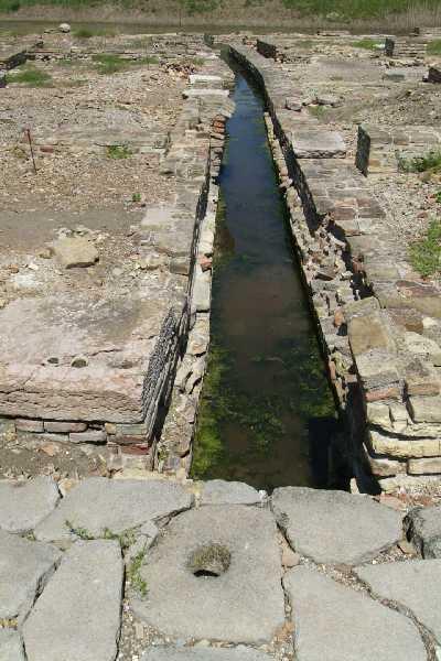Caditoia che convogliava le acque piovane della strada nelle canalette di scolo